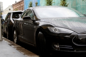 Small big 389228 tesla s  nisan leaf oslo norway nportal.no