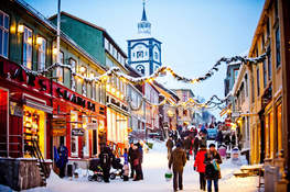 Small christmas shopping at roros norway 4df73061 0f32 4f3f 8d35 0f88fa121632
