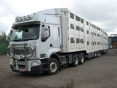 Small 640px renault animal transport truck