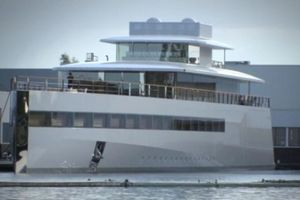 Small big 23349 steve jobs yacht